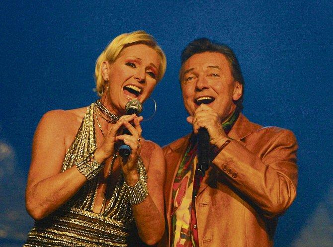 Karel Gott s Helenou Vondráčkovou