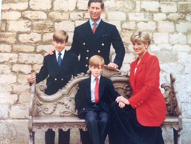 Princ Harry se nechal slyšet, že se mu od rodičů v dětství nedostávalo lásky.