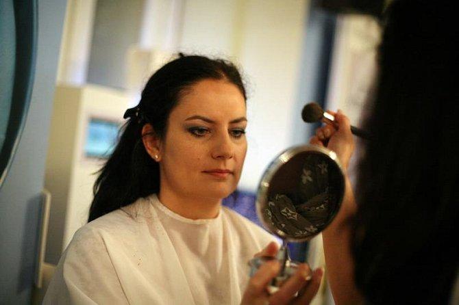 Nutná kontrola proměněné tváře v zrcadle