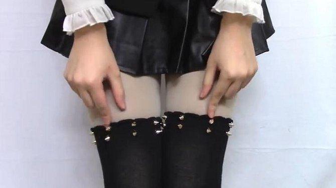 """Vzhled nevinných školaček Japonky rády """"rozbijí"""" módními prvky vhodnými do sado-maso salónů."""