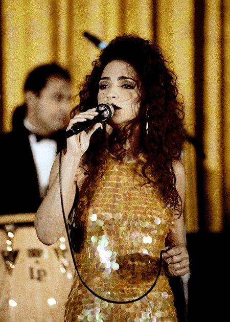 Gloria Estefan je kubánsko-americká zpěvačka