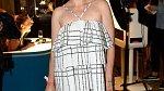 Jitka Schneiderová se odvážila obléci do modelu, který není na první pohled líbivý a ne každá žena by ho zvládla vynést.