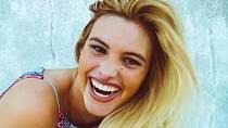 Lele Pones - Lele dostala v patnácti svůj první telefon a tím byla odstartována její kariéra na sociálních sítích. Brzy získala milióny fanoušků, které šokovala svou proměnou! Nechala si udělat plastiku nosu, která ji úplně změni...