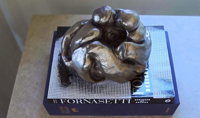 Jedna z mnoha skulptur.