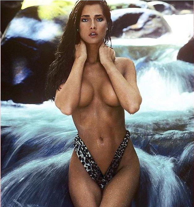 A jako první přeměněná dáma pózovala pro Playboy.