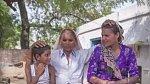 Omkari se svými dvěma dětmi - Akashvanem a Kamlou.
