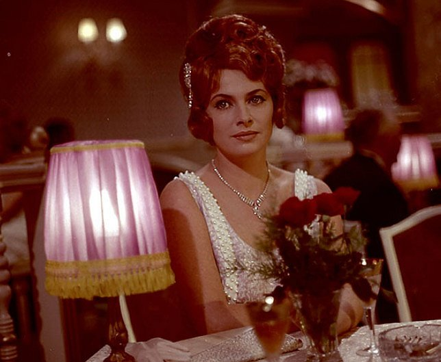 Milena Dvorská ve filmu Vražda v hotelu Excelsior