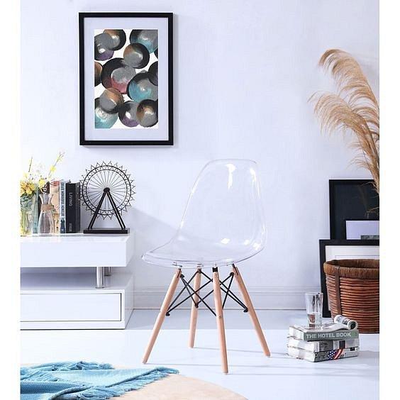 Transparentní nábytek