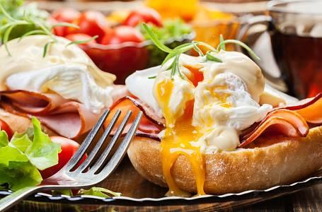 Zkuste si doma připravit vejce Benedikt, je to snadné!