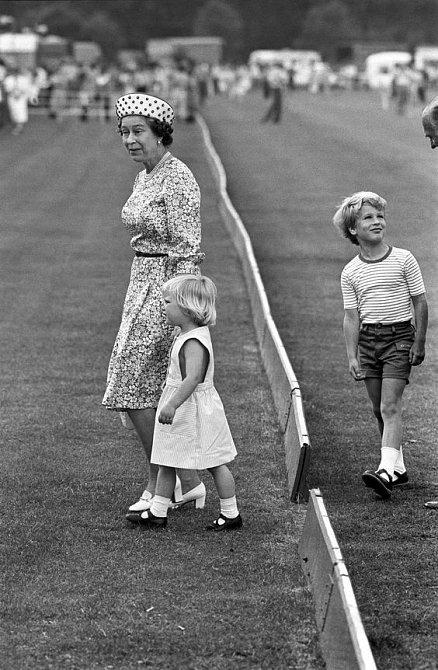 Zara Tindall s babičkou královnou Alžbětou II.