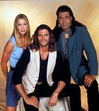Odpadlík - Reno Raines alias Vince Black, Bobby Sixkiller a Cheyenne Phillips