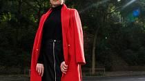 Kabát, 1499 Kč, rolák, info o ceně v obchodě, koženková sukně, 499 Kč, kozačky, info o ceně v obchodě, vše F&F