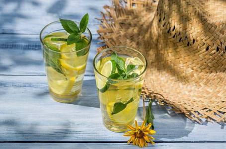 Recepty na svěží letní koktejly