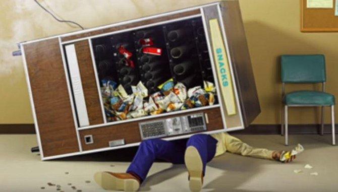 Automat na jídlo či pití zabil jen v tomto roce 37 Američanů. Opravdu se nevyplácí do něj strkat ruce nebo s ním třást!
