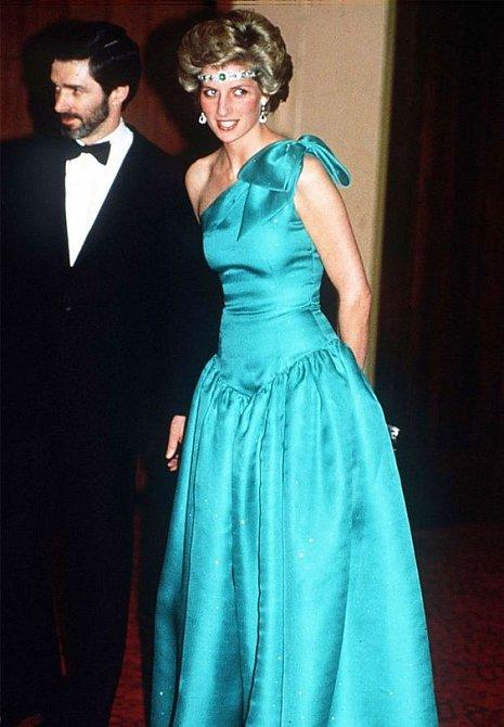 Stejně jako vévodkyni Kate, i princezna Diana měla pro tuto barvu slabost.