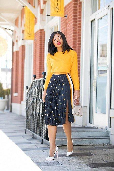 Plisovaná sukně vám nesmí v šatníku chybět. Pohrajte si s barvami, délkou i potisky.