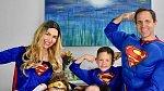 Superhrdinská rodinka chrání Sophii ve dne v noci.