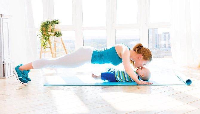 Cvičením si dopomůžete k lepší postavě, ale i získáte pár plusových bodů u partnera, zpevníte střed těla a předejdete bolestem.