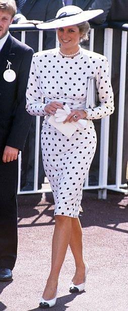 Vzorům ani výrazným barvám se Kate nevyhýbala.
