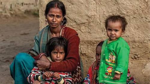 V Indii vybírají dívce manžela rodiče.