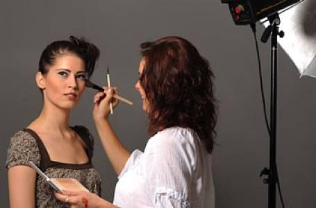 Jste kreativní? Studujte make up!