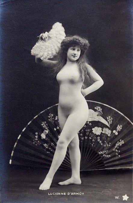 Tyto dámy rozpalovaly naše pradědečky v roce 1900