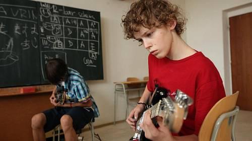 <p>Jedna z výukových hodin - sekce kytara </p>