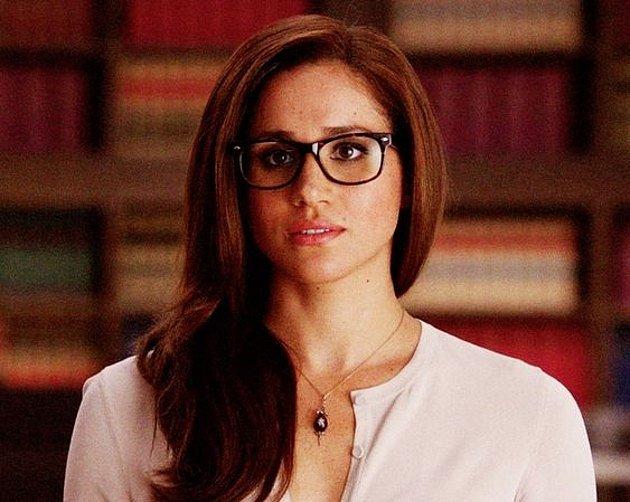 Meghan Markle nasadila brýle kvůli filmové roli. A seknou jí!