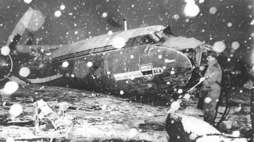<p>V troskách letadla na mnichovském letišti zahynulo 6. února 1958 celkem 23 lidí</p>