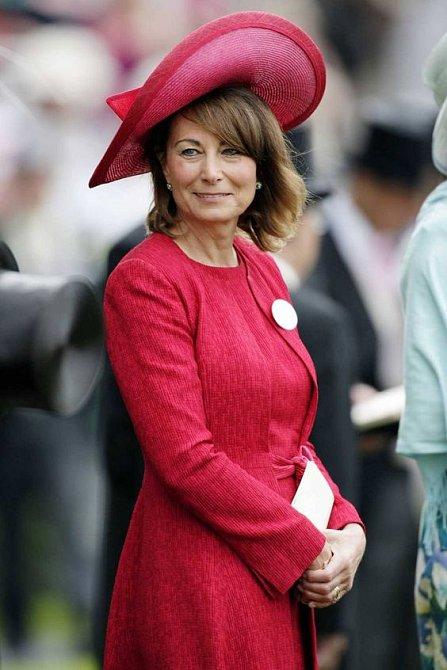 Carole sluší výrazné barvy i pastelové odstíny.