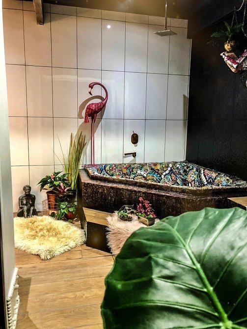 Koupelna působí luxusním dojmem.