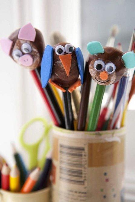Pro zručnější děti tu je možnost vyrábět ozdoby na tužky.