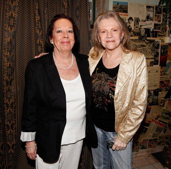 Yvonne Přenosilová s Evou Pilarovou