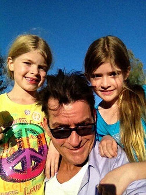 Charlie Sheen se svými dcerami