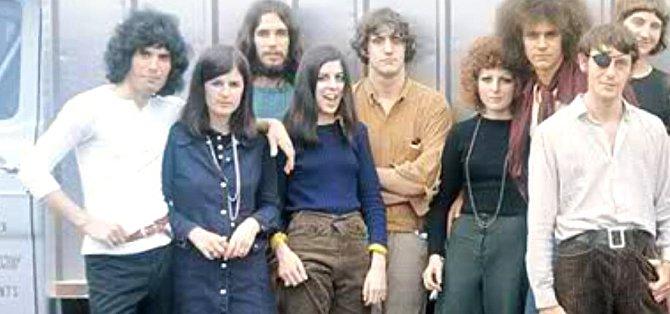 S přáteli z hnutí hippie.