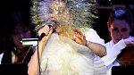 Islandská zpěvačka Björk svůj domov obývá se skřítky. Ti jsou u ní prý moc spokojení. Aby také ne, Björk jim pravidelně přenechává své zbytky od jídla a nechává v domě zatopeno, i když je zrovna mimo.