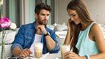 Flirtováním si zvyšuje sebevědomí. Málokdy ale dokáže udržet dlouhodový vztah.