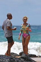 Beyoncé nedávno všem vyrazila dech v plavkách s dlouhými rukávy. Vsaďte se, že se již brzy stanou hitem!