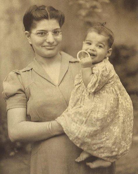 Freddie Mercury s maminkou, 1947