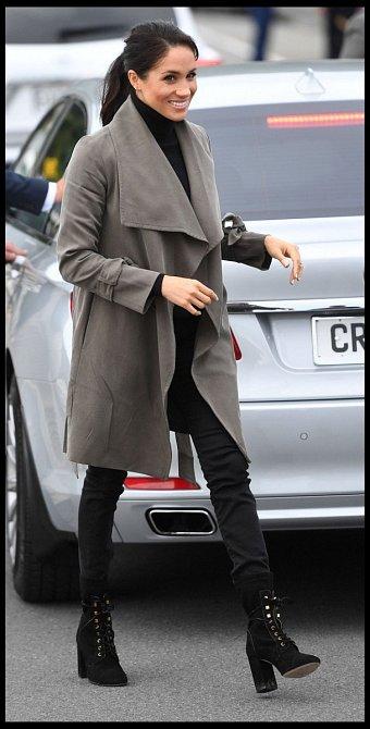 Pokud jde o midformal akci, jako je návštěva školy a podobně, smí mít vévodkyně černé kalhoty, parku a samozřejmě boty na vysokém podpatku.
