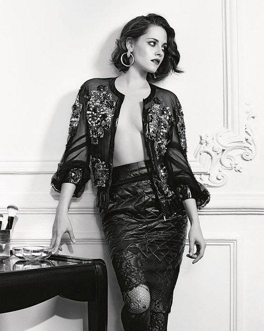 O Kristen Stewart se módní návrháři perou.