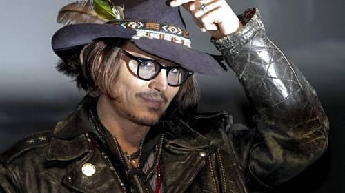 Horký kafe ze světa celebrit – Z Johnnyho Deppa je Komanč a Rihanna si koleduje o infarkt