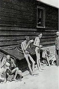 Muži v koncentračním táboře