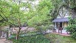 Zahradní domeček, kde má vše potřebné pro party u bazénu.