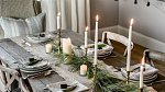 Na stole vypadá krásně jehličí, které vaší štědrovečerní tabuli dodá nádech přírody.