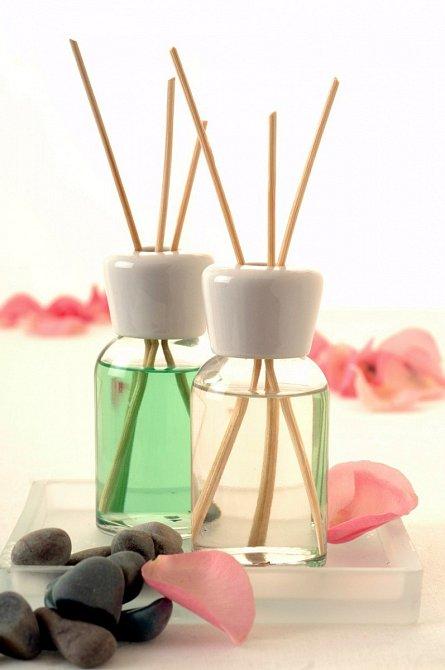 Ani vonné tyčinky, které se uvolňují ze skleničky nejsou zdravotně nezávadné.