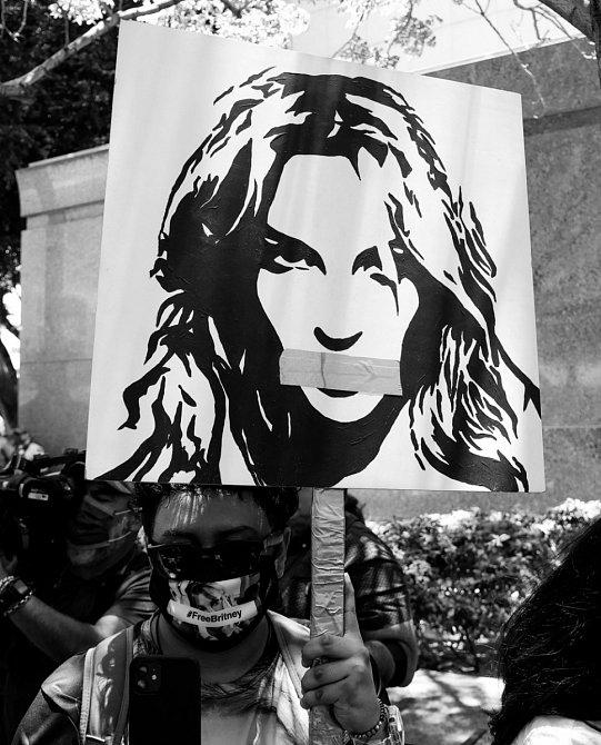 Na podporu zpěvačky vzniklo hnutí s názvem Free Britney.