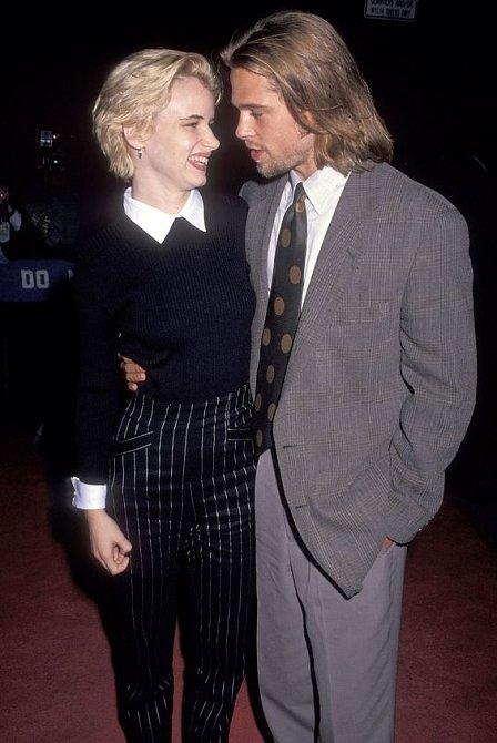 Její první láskou byl Brad Pitt, bylo jí pouhých 17 let.