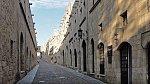 Čistit ulice nebylo v minulosti zvykem, takže se všude povalovali odpadky, zvířecí ale i lidské exkrementy...