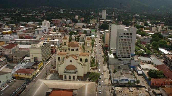 Honduras, Střední Amerika – Toto město se bohužel proslavilo svým vysokým počtem vražd. Je to zřejmě jedno z měst světa, ve kterém doslova bují násilí. Každý 500. člověk je tu vrah!